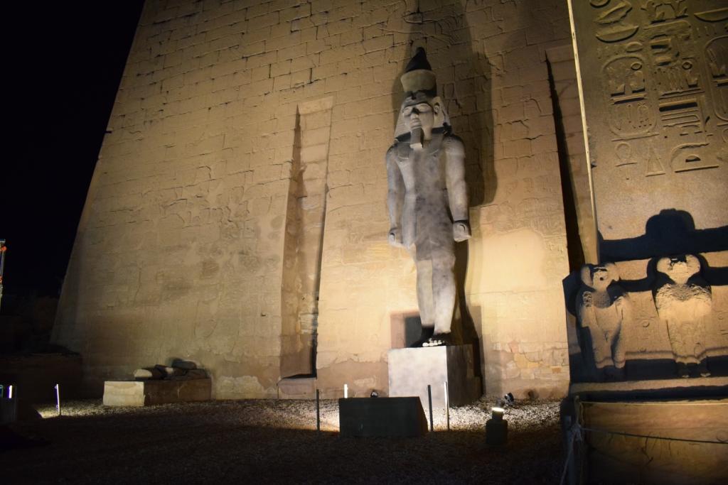 تمثال جديد للملك رمسيس يعود لواجهة معبد الأقصر (2)