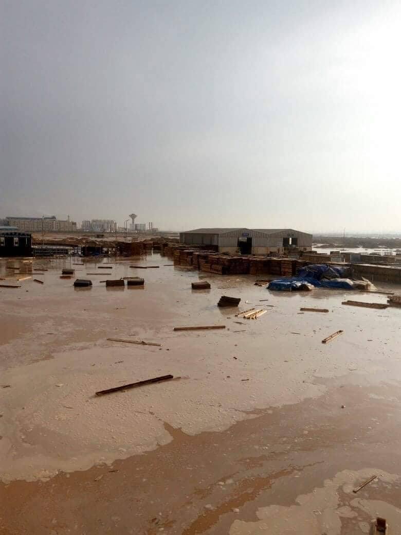 4- المياه تحطم اجزاء من مصنع