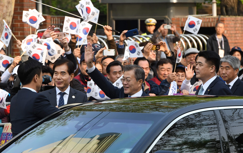 رئيس كوريا الجنوبية يغادر للقاء نظيره الشمالى