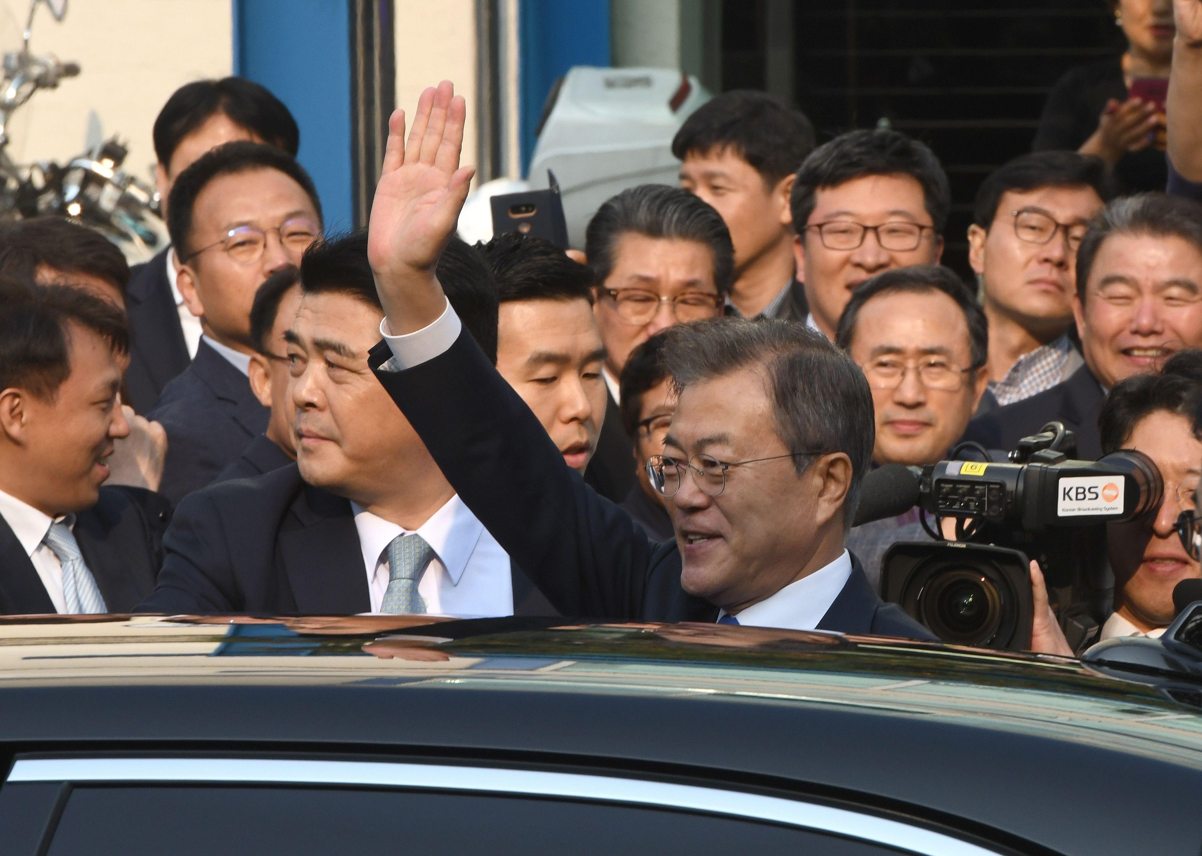 رئيس كوريا الجنوبية يغادر مقر الرئاسة