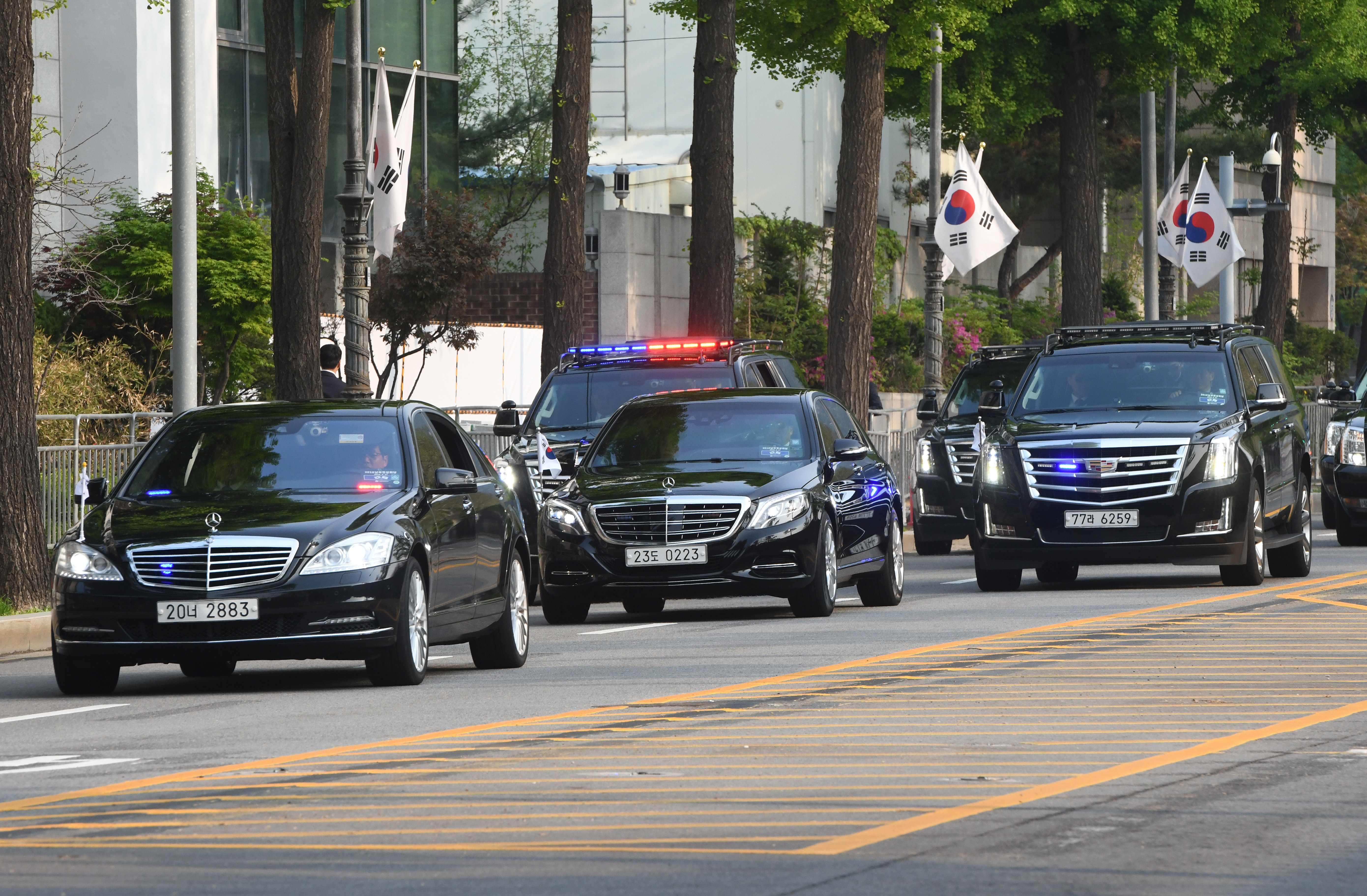 موكب رئيس كوريا الجنوبية يتوجه للقاء زعيم كوريا الشمالية