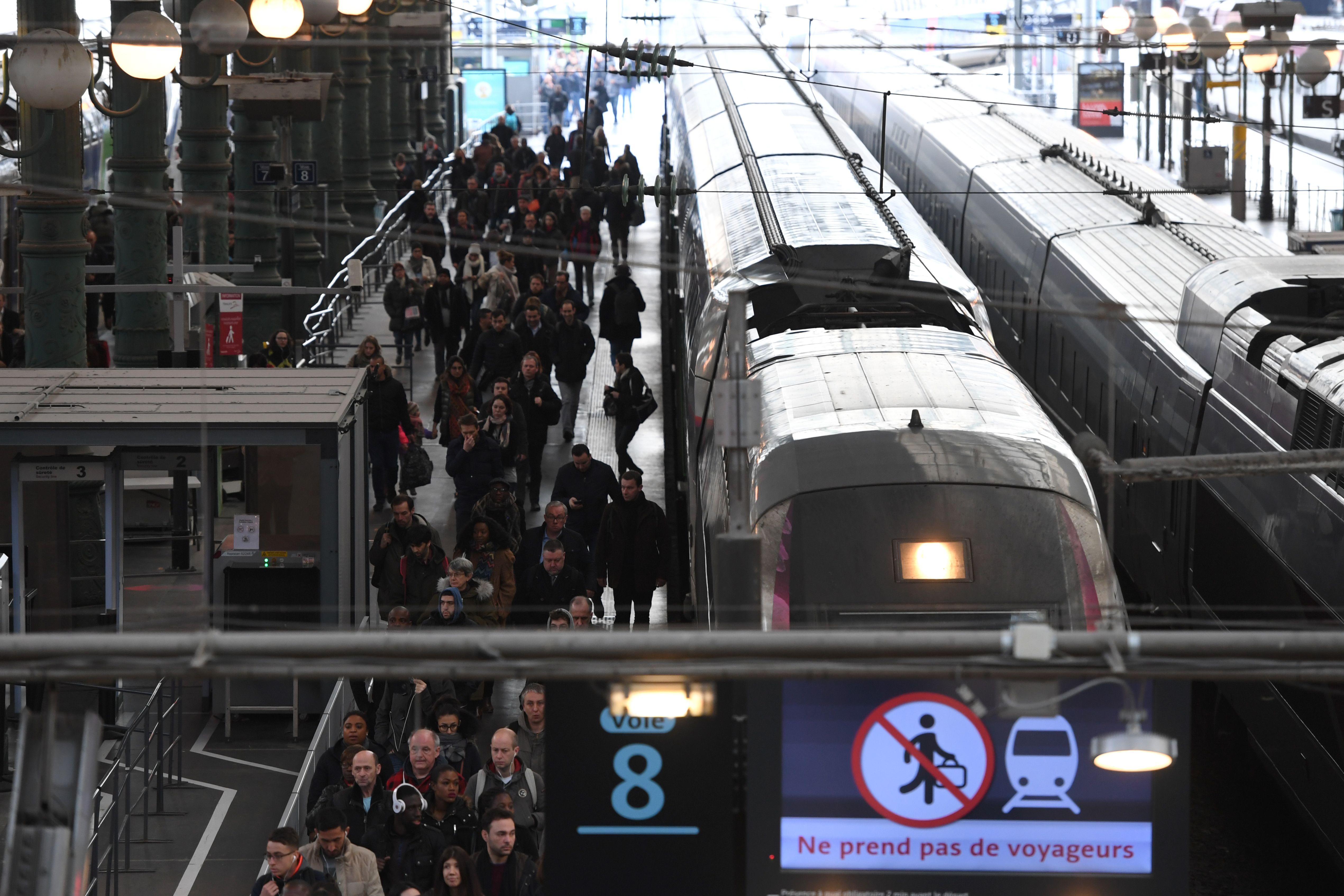تدفق المسافرين على قطارات فرنسا