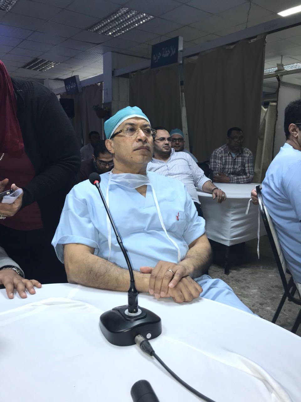 مستشفى الطوارئ بجامعة المنصورة تستضيف خبير ألماني (1)