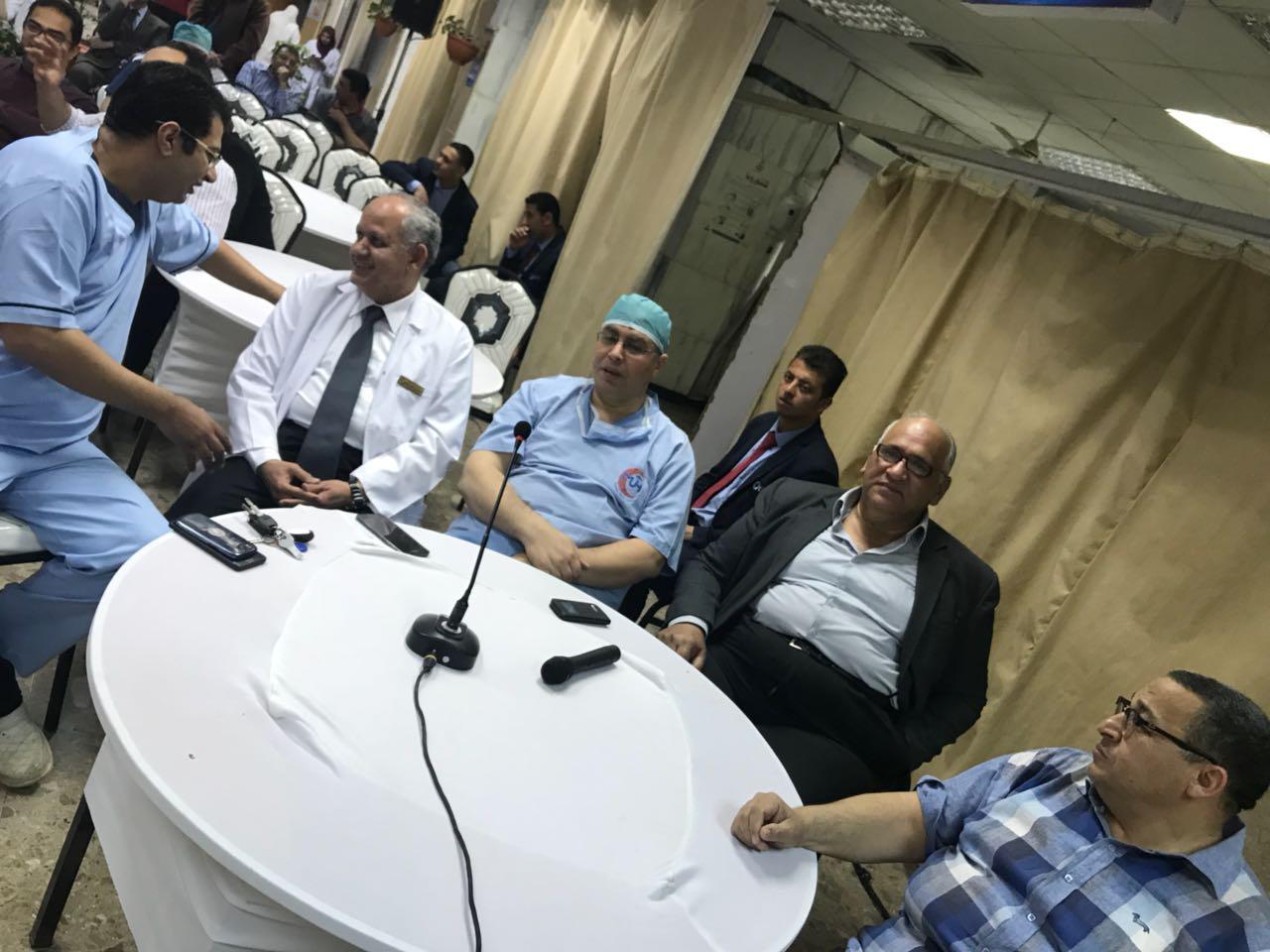 مستشفى الطوارئ بجامعة المنصورة تستضيف خبير ألماني (2)