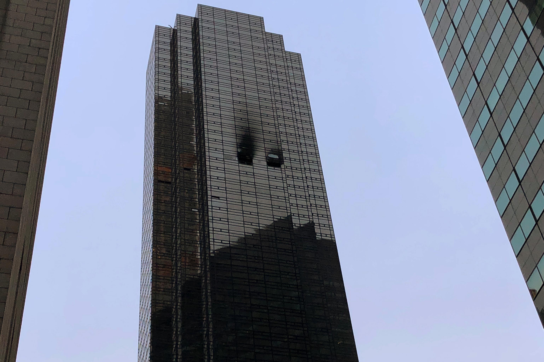 آثار الحريق فى برج ترامب