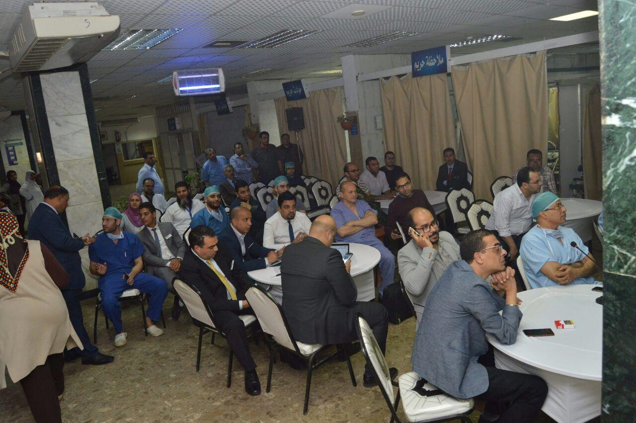 مستشفى الطوارئ بجامعة المنصورة تستضيف خبير ألماني (3)