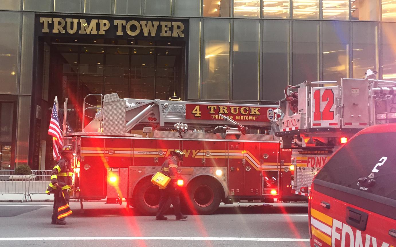 سيارات الإطفاء بموقع الحادث