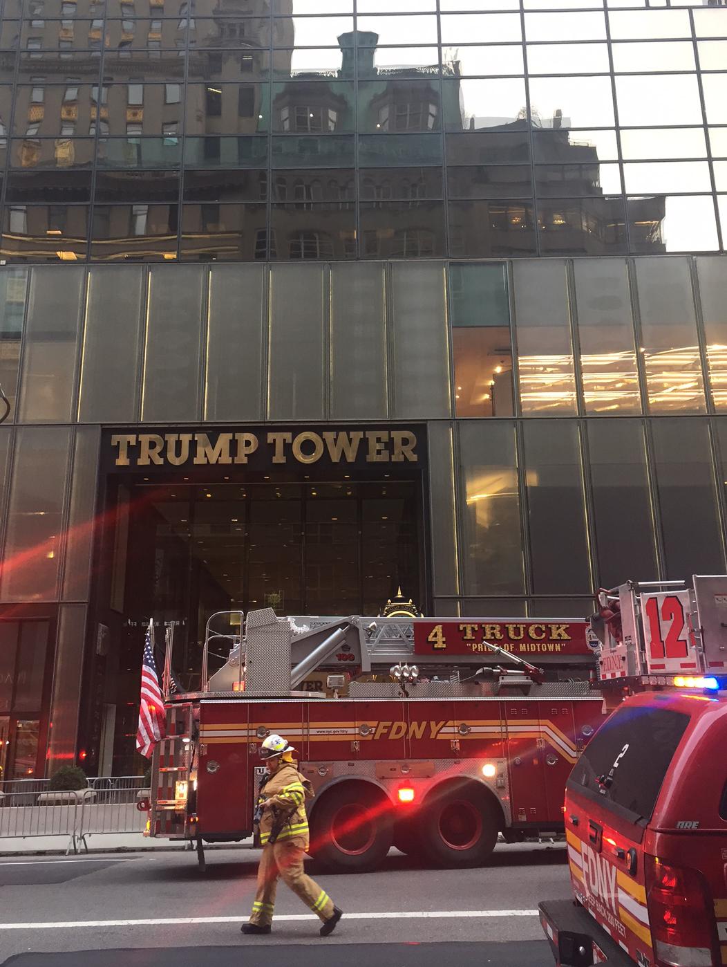 سيارة إطفاء أمام برج ترامب