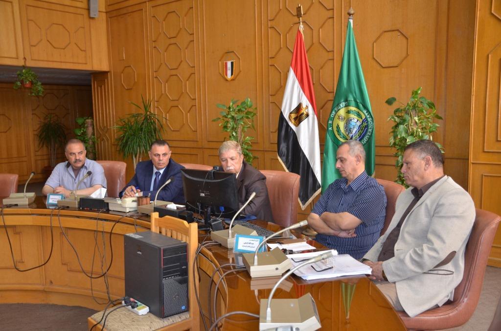 1- محافظ الغسماعيلية يتابع مع رئيس الوزراء