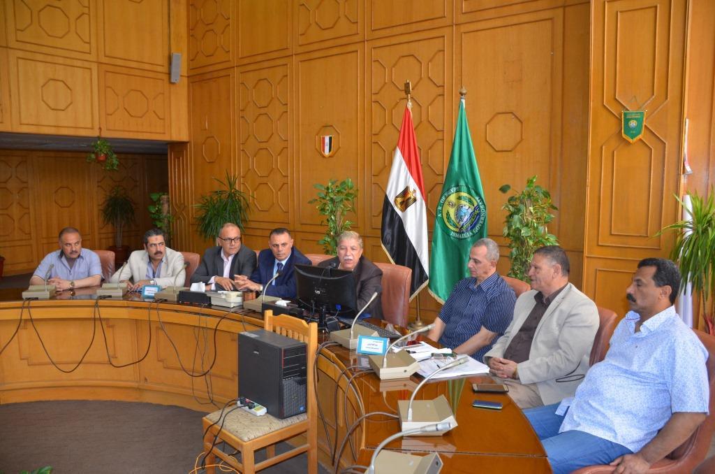 4- طاهر يتحدث لرئيس الوزراء