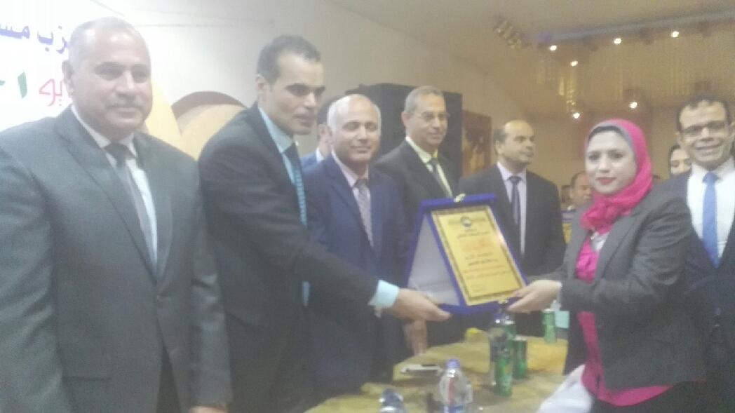 2- تكريم مديرة مستشفى الحميات