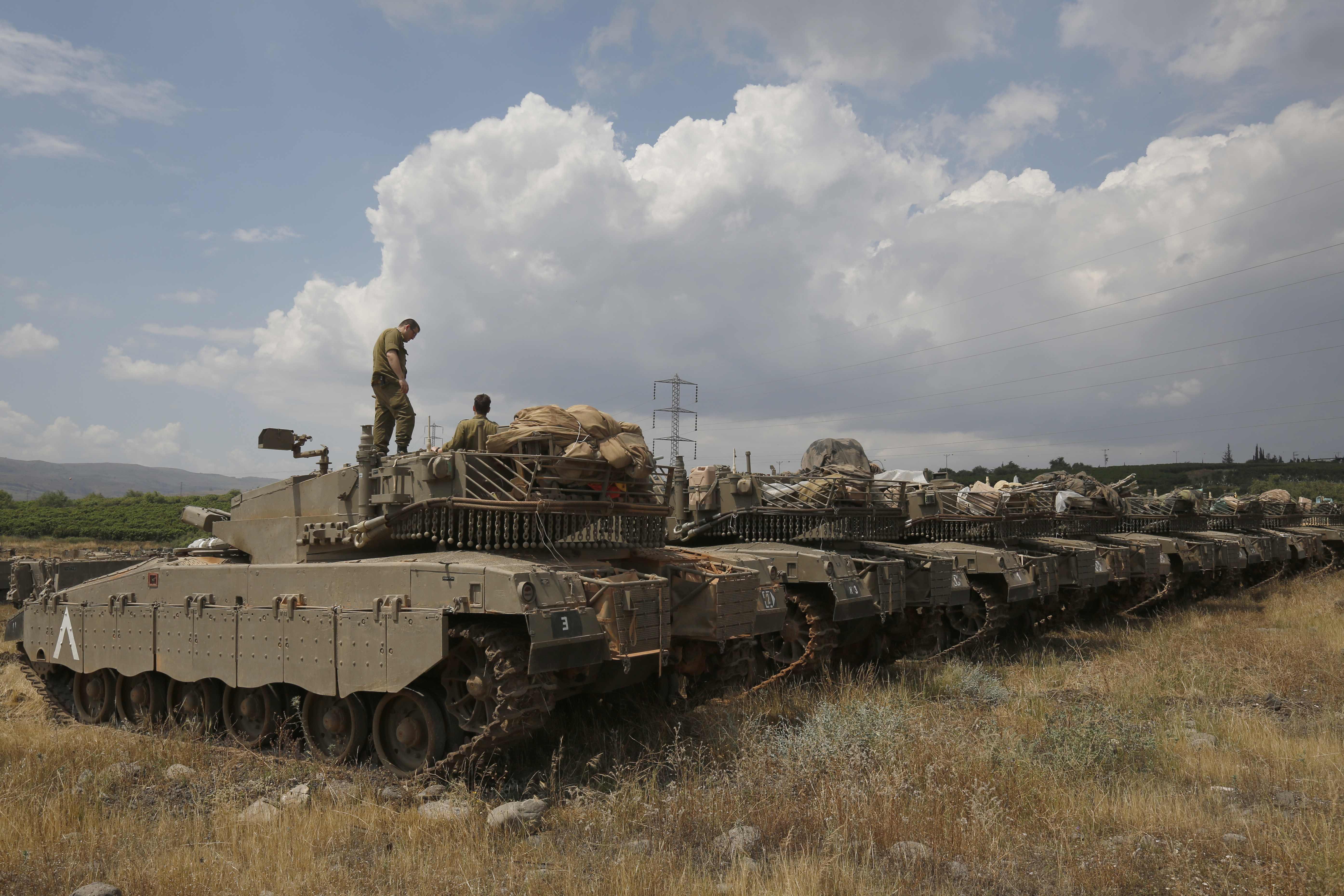 آليات عسكرية فى الجولان