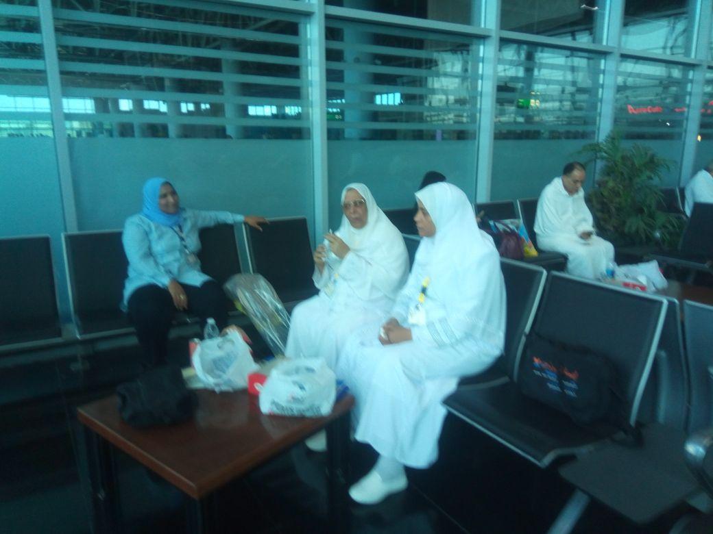 بعثة العاملين بمطار القاهرة تغادر للأراضي المقدسة  (9)