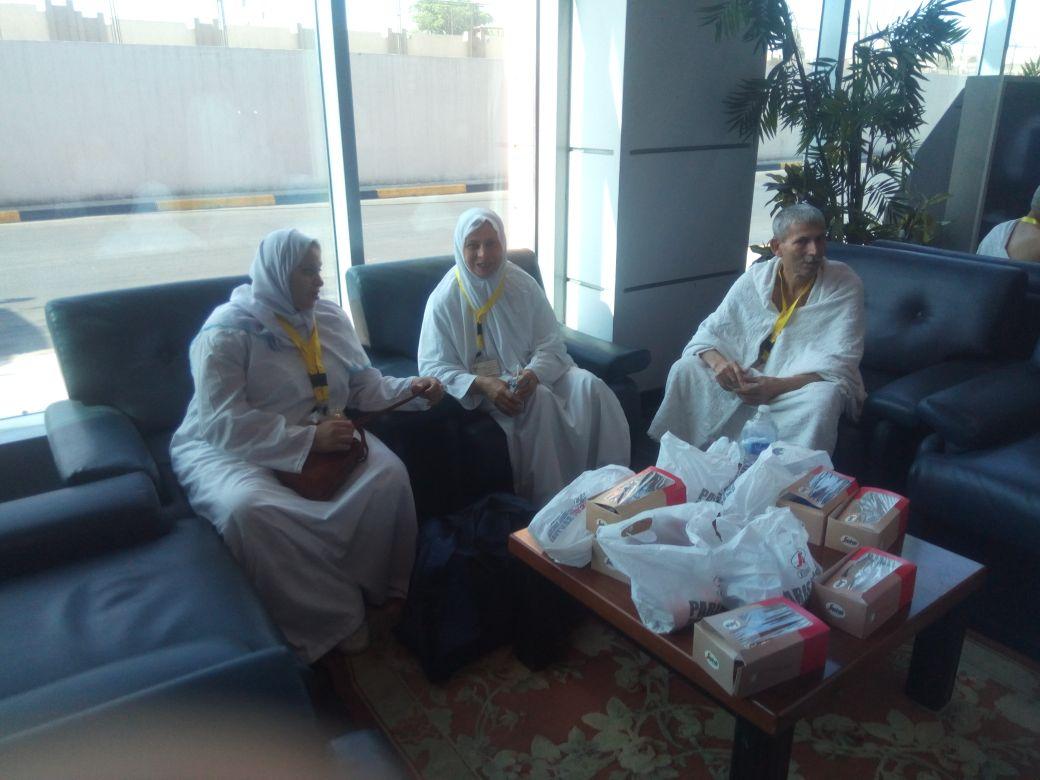 بعثة العاملين بمطار القاهرة تغادر للأراضي المقدسة  (1)