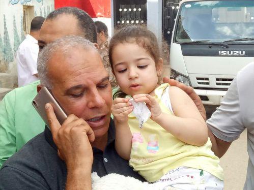 والد محمد صلاح وحفيدته مكة