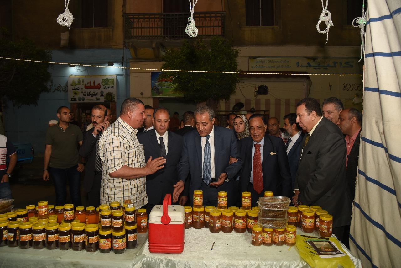 وزير التموين ومحافظ الإسكندرية (3)