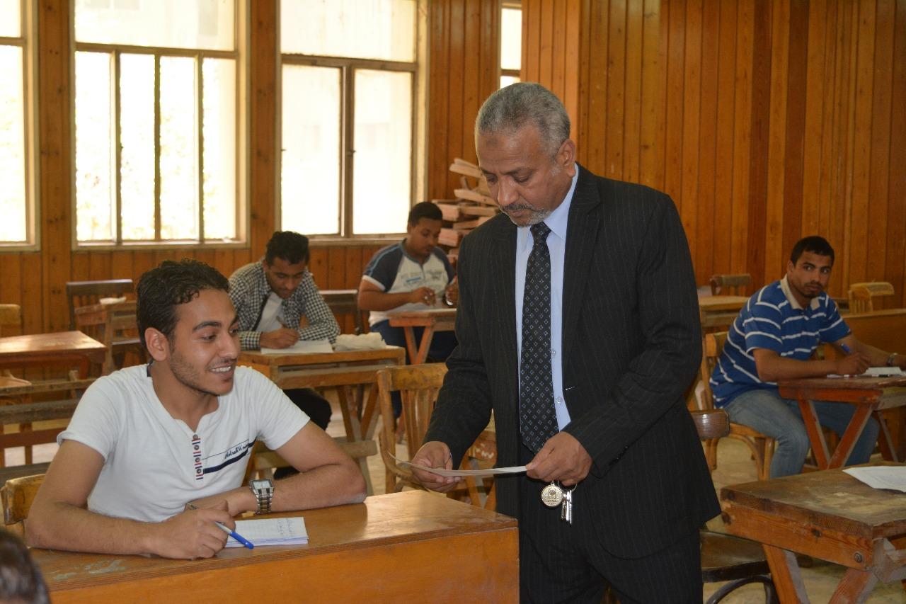 3- نائب رئيس جامعة الازهر يطمئن علي امتحانات اخر العام