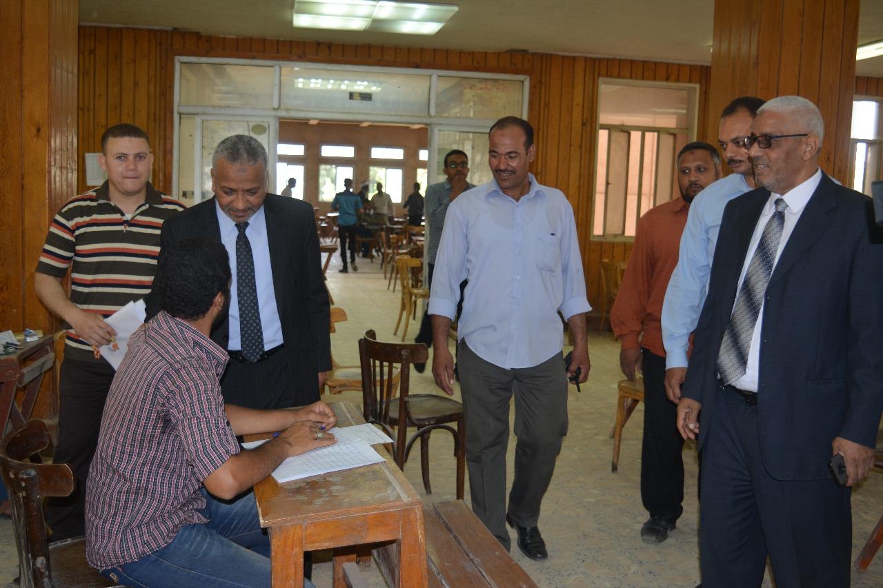 1- نائب رئيس جامعة الازهر يتفقد امتحانات كلية أصول الدين باسيوط