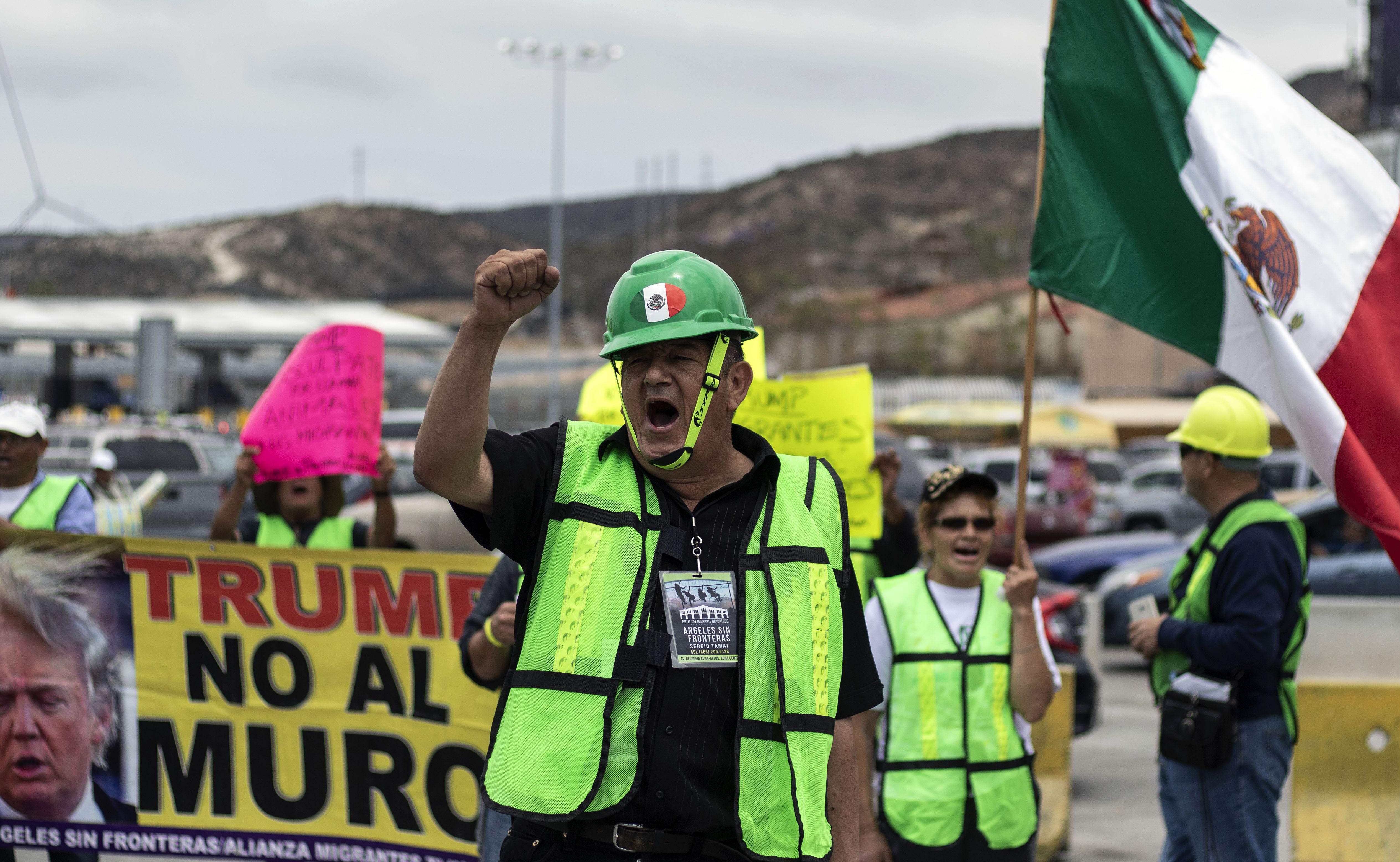 مظاهرة فى المكسيك ضد سياسات ترامب