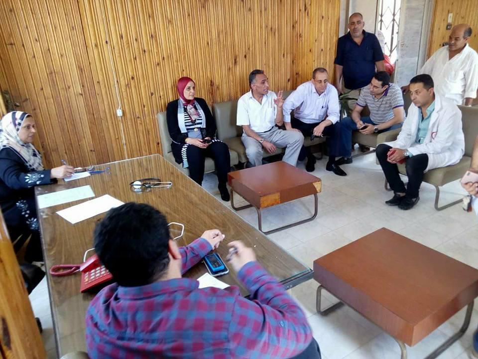 2- وكيل صحة كفر الشيخ تجتمع مع إدارة المستشفى بحضور رئيس مدينة الحامول