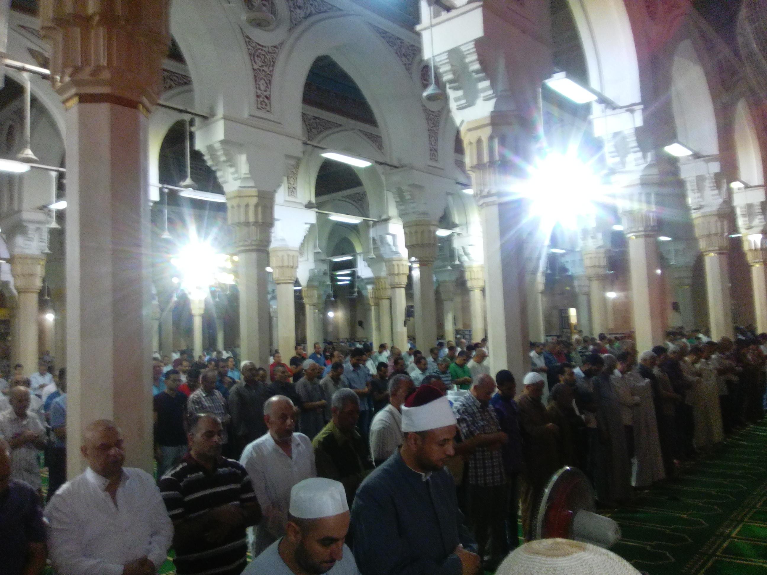 4- حرص المصلين على أداء صلاة التراويح