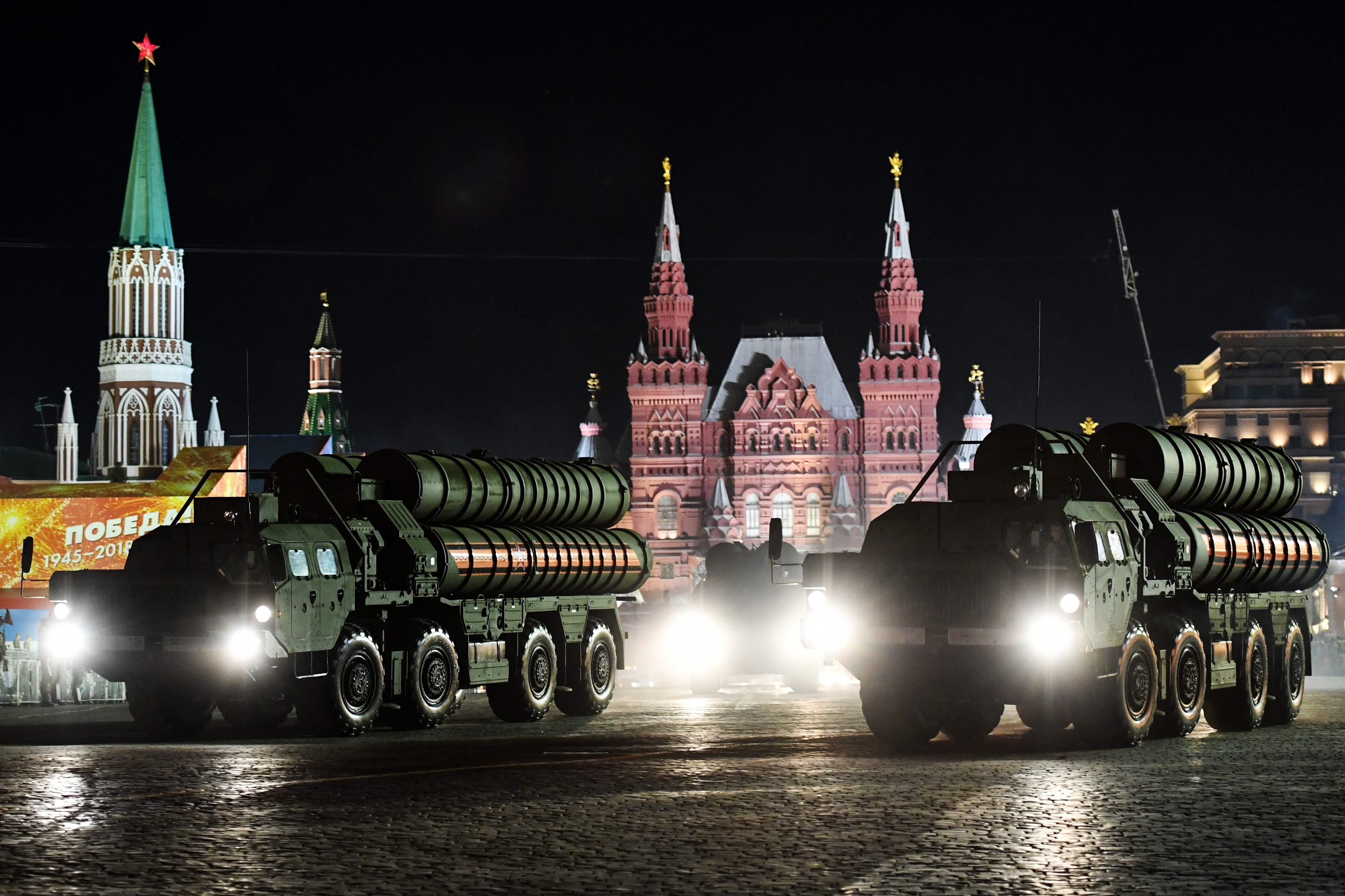 استعراض عسكرى بصواريخ اس 400