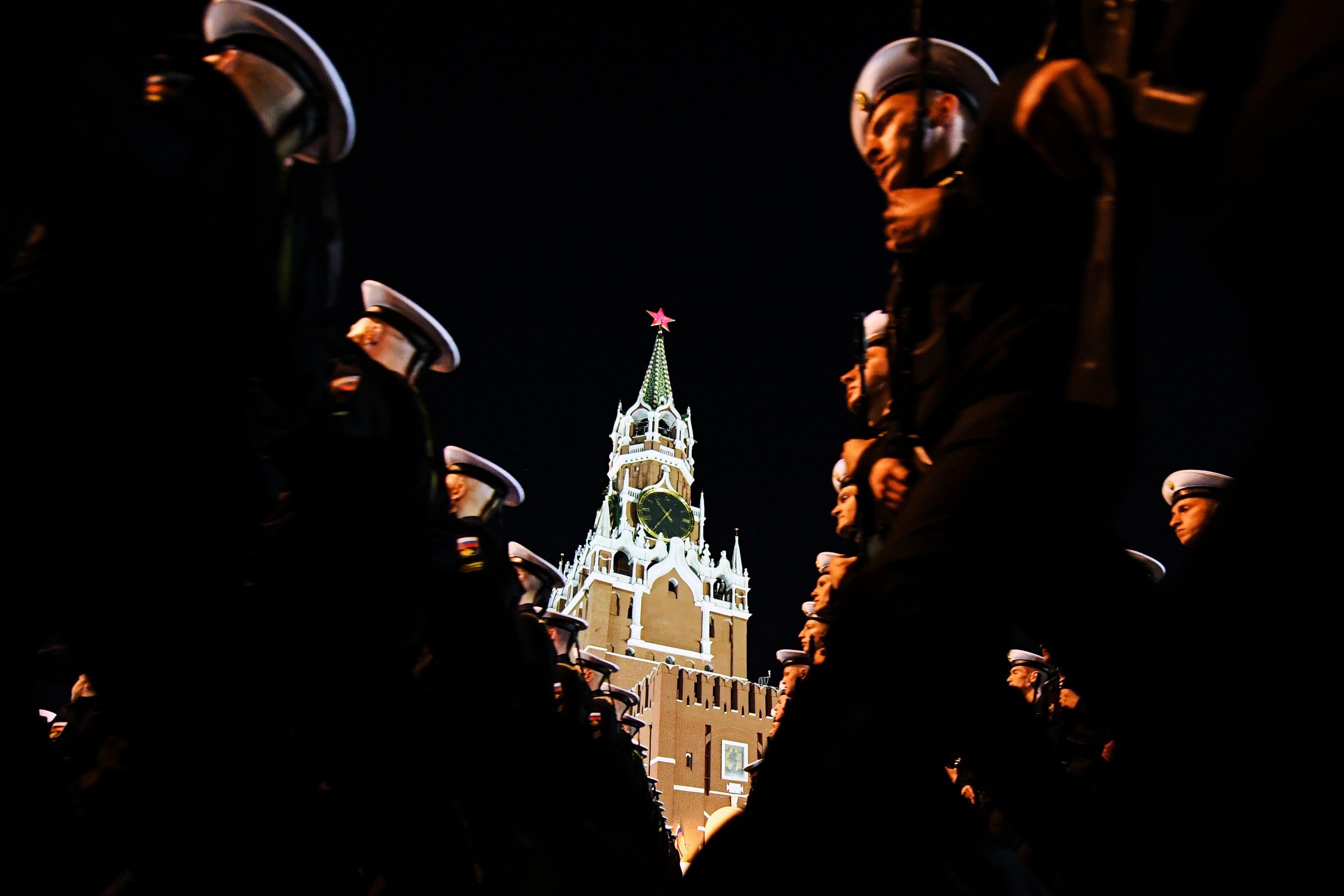 عروض عسكرية استعدادا لحفل عيد النصر فى روسيا