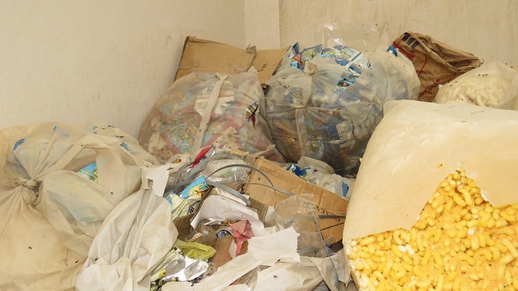 مدير امن الاسماعيلية يداهم مصنع مواد غذائية غير مرخص (15)