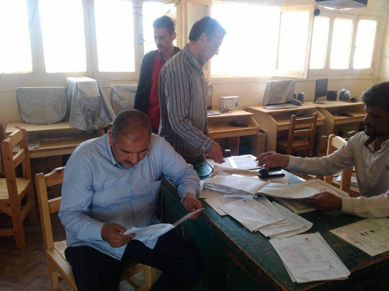 مدير تعليم مطروح يتفقد لجان الامتحانات (3)