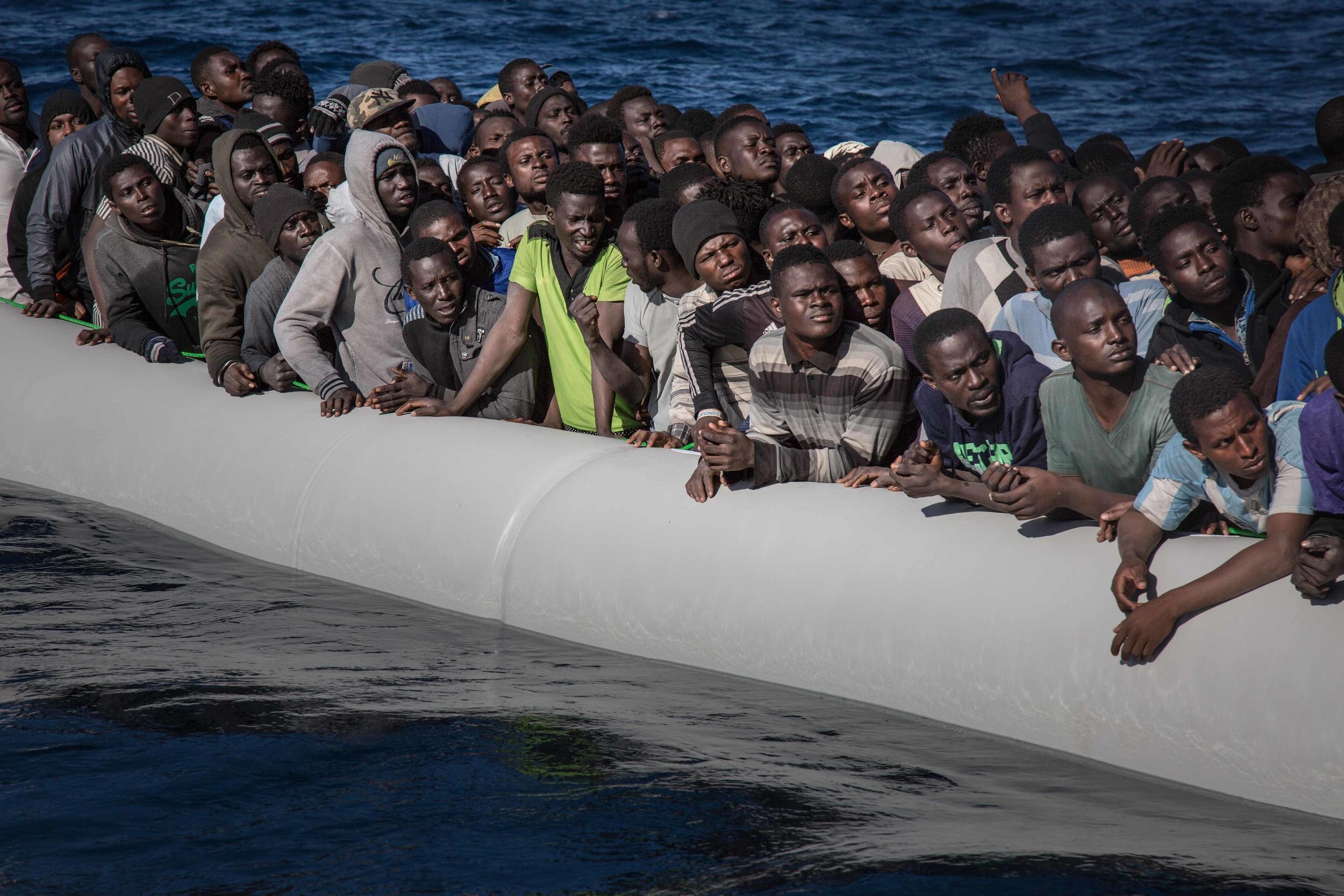 لاجئين فى انتظار الانقاذ