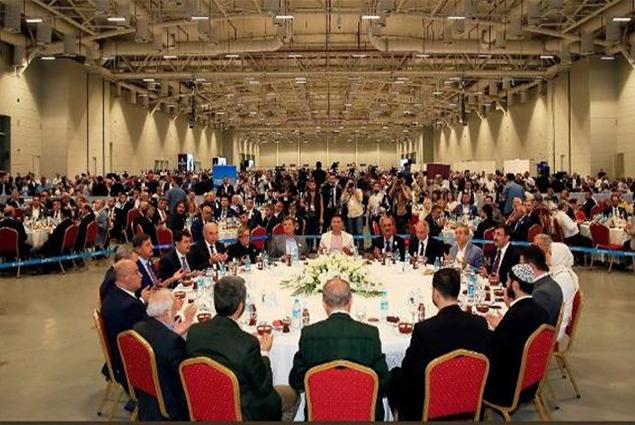 أردوغان خلال مائدة الإفطار