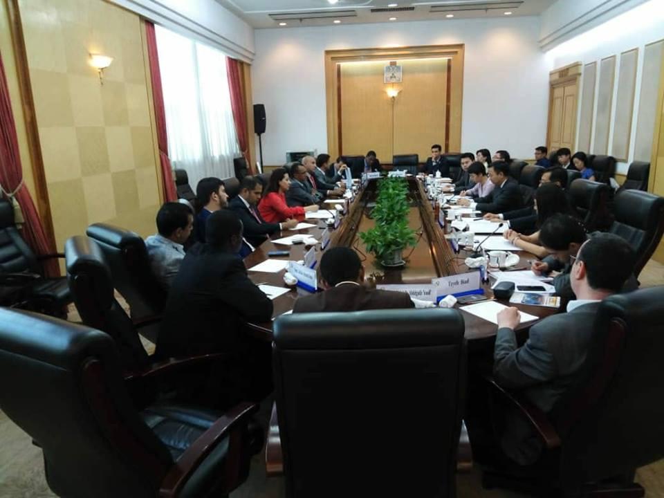 اجتماع الوفد المصرى مع رئيس لجنة العلاقات الخارجية بالحزب الشيوعى