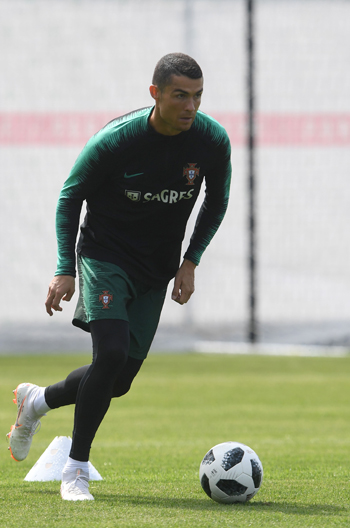 تدريبات منتخب البرتغال (5)
