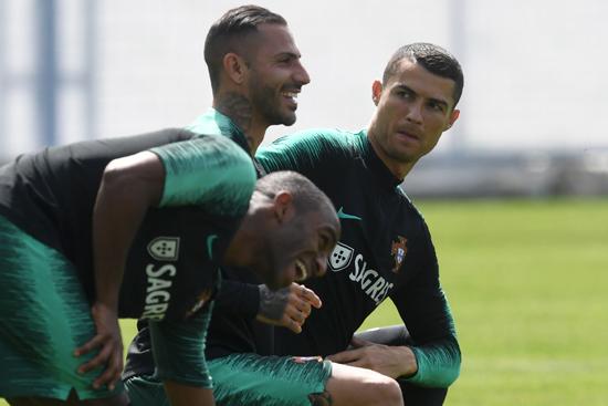 تدريبات منتخب البرتغال (11)