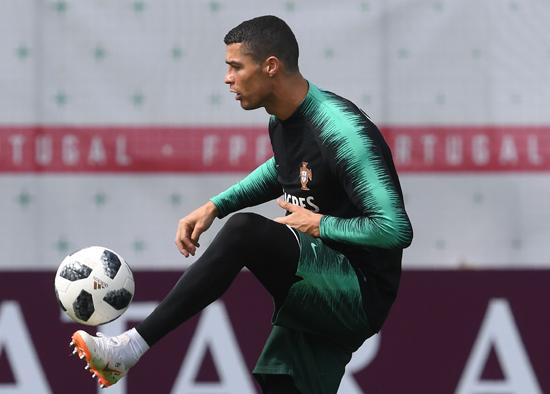 تدريبات منتخب البرتغال (12)