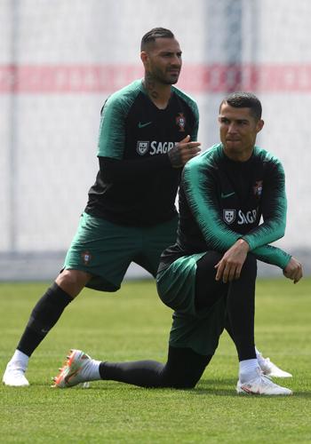 تدريبات منتخب البرتغال (4)