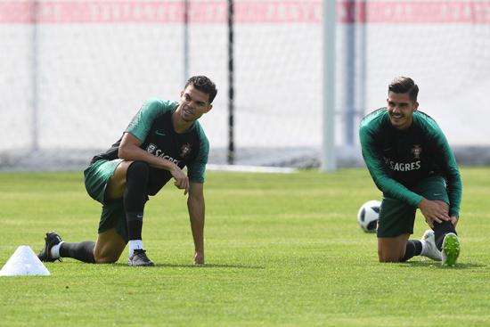 تدريبات منتخب البرتغال (10)