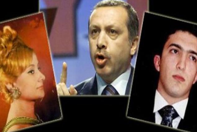 نجل أردوغان والفنانة التركية يتوسطهم الرئيس التركي