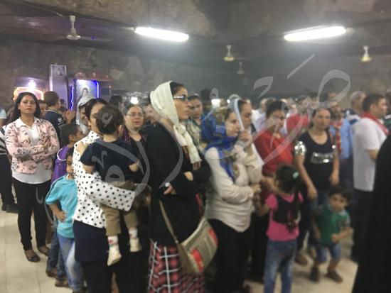 «حالة الحديد».. آلاف الأقباط يحتفلون بذكرى تحرير متياس الرسول (صور) (18)