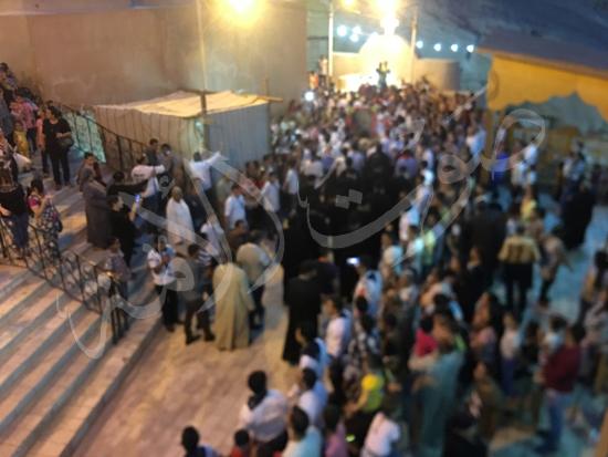 «حالة الحديد».. آلاف الأقباط يحتفلون بذكرى تحرير متياس الرسول (صور) (13)