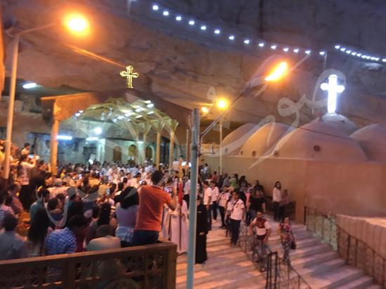 «حالة الحديد».. آلاف الأقباط يحتفلون بذكرى تحرير متياس الرسول (صور) (9)