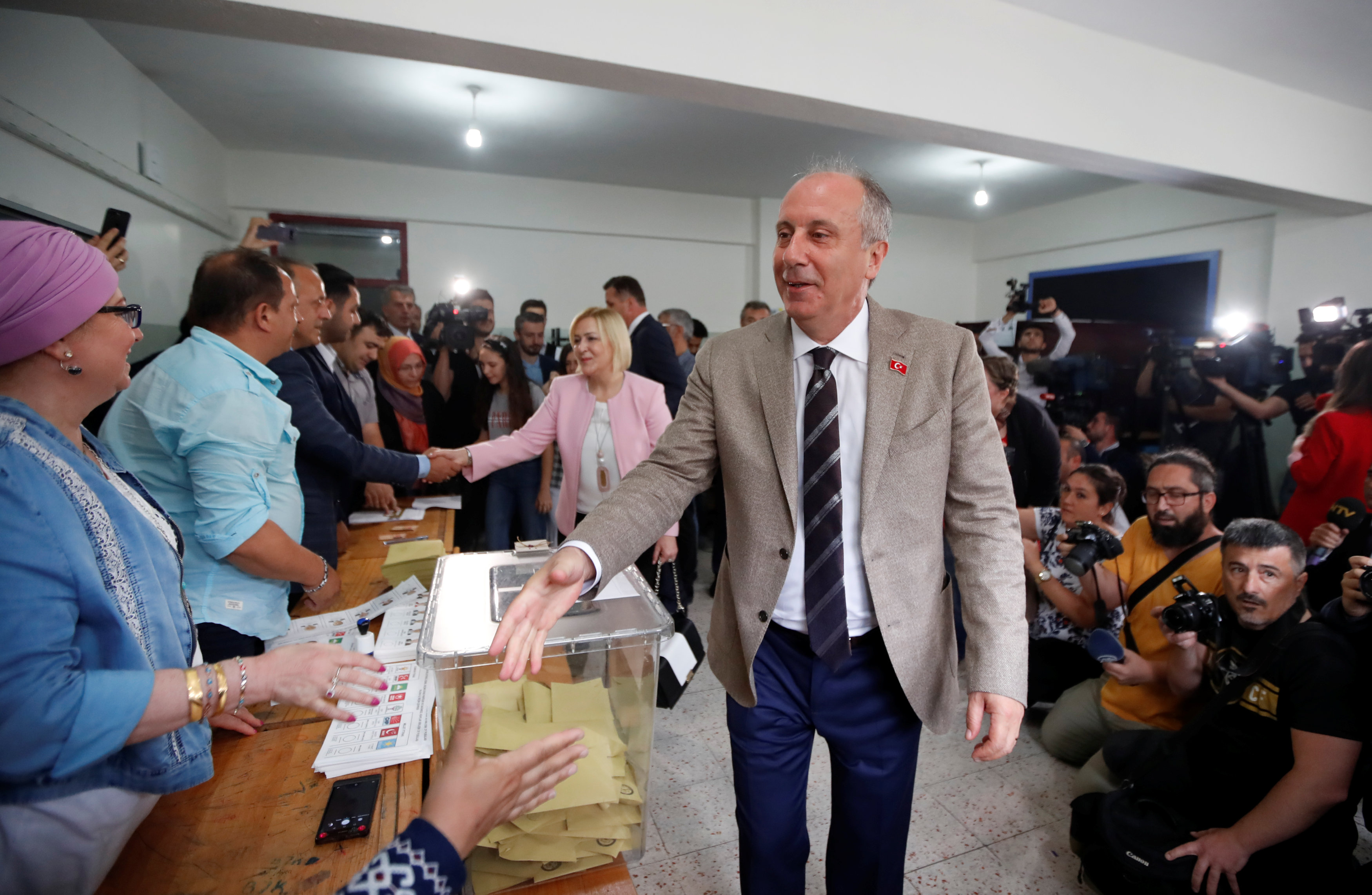 2018-06-24T074427Z_1825475853_RC182FCB15F0_RTRMADP_3_TURKEY-ELECTION