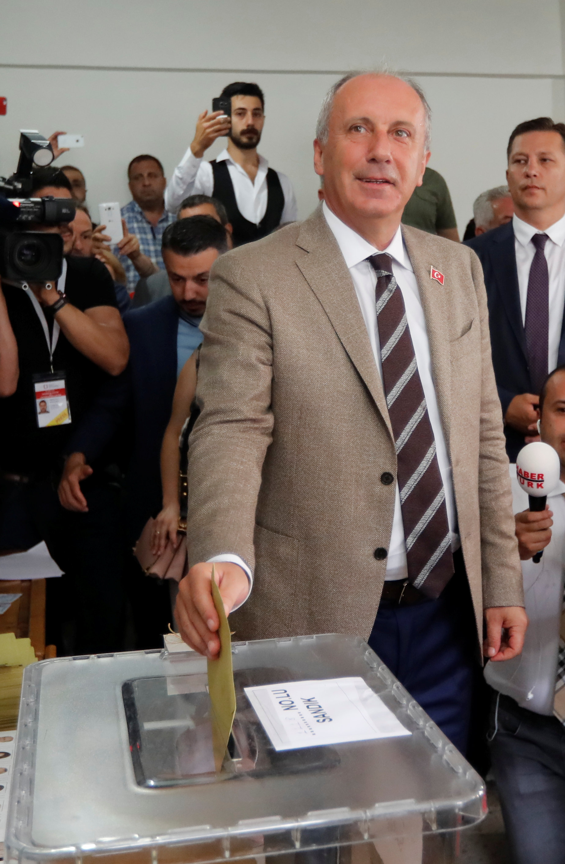 2018-06-24T074116Z_406650832_RC1726ED73A0_RTRMADP_3_TURKEY-ELECTION