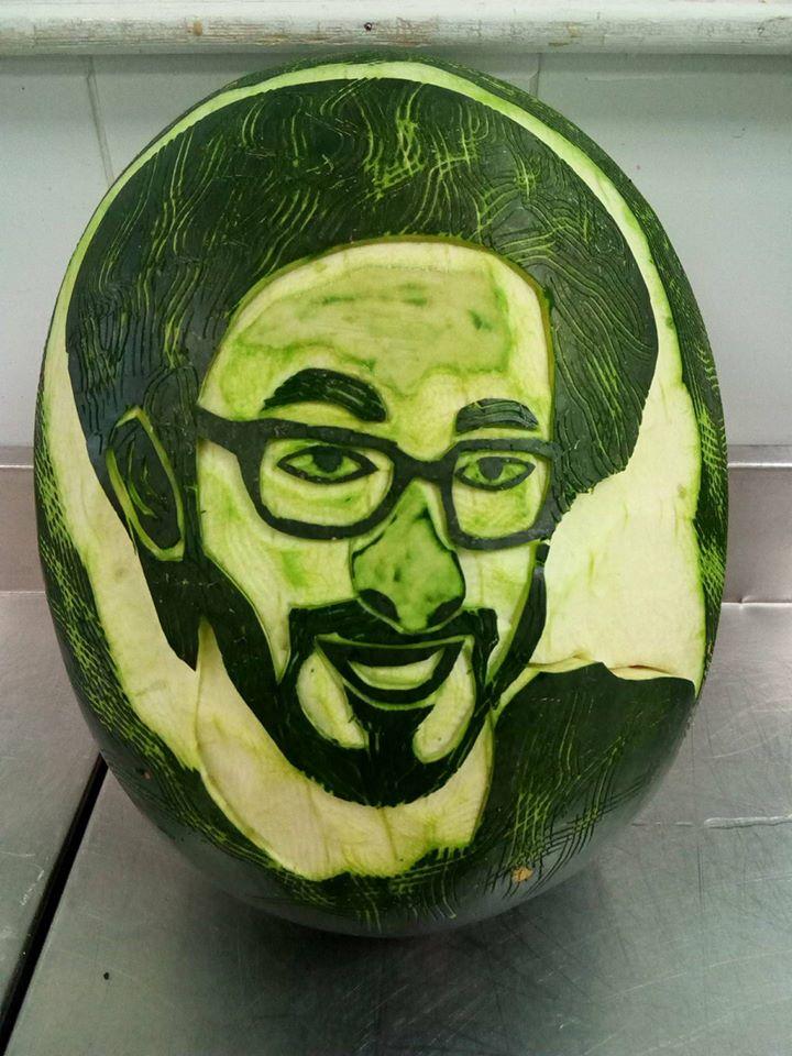 النحت علي البطيخ
