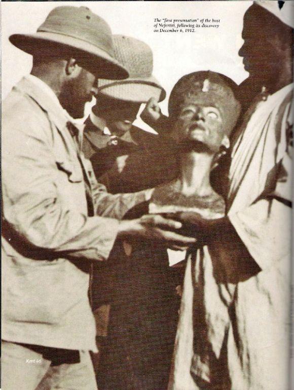 التمثال عند اكتشافه