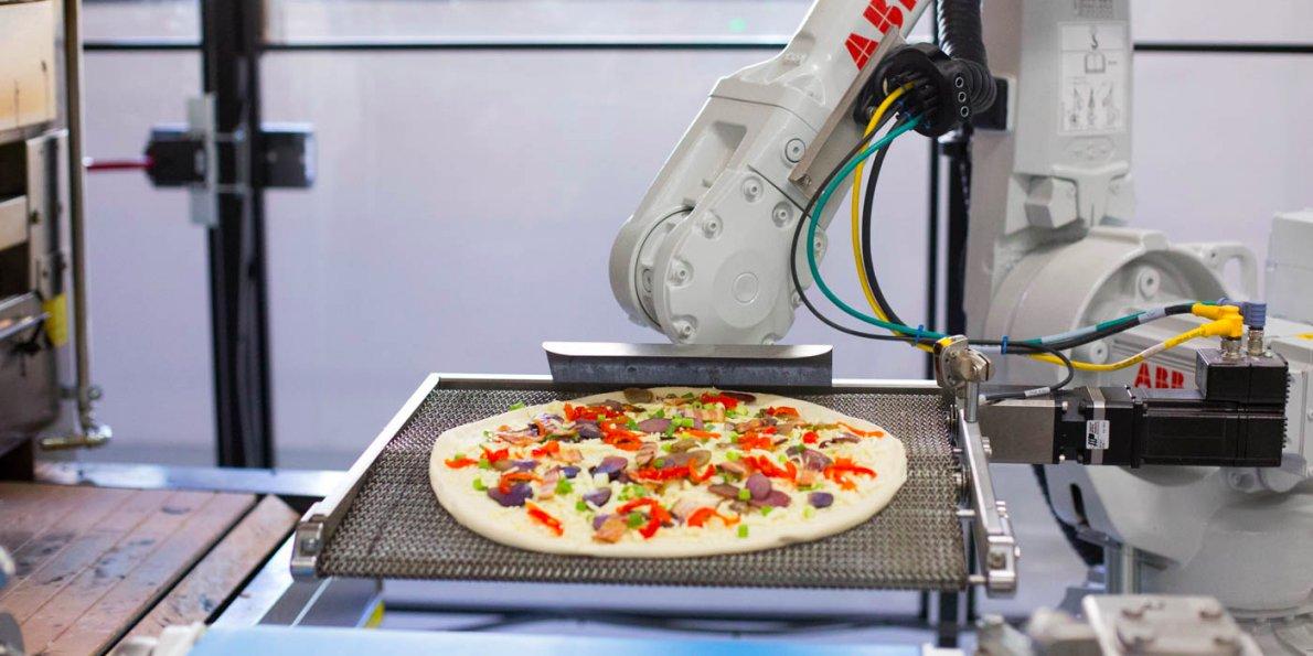 بإمكان الروبوت أن يطعو الطعام اليوم فى العديد من الأماكن
