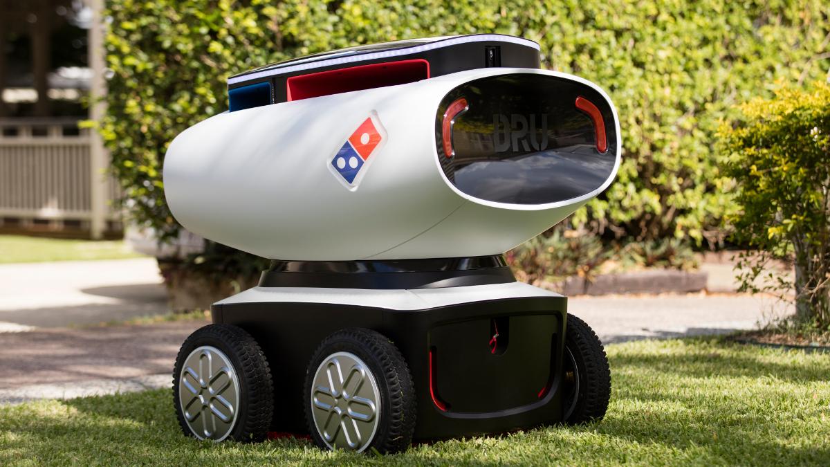 شركة دومينوز أطلقت تجربة لتوصيل البيتزا عبر الروبوت
