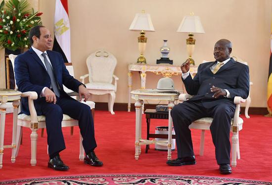لقاء الرئيس السيسي بنظيره الأوغندي علي هامش توقيع اتفاق توحيد الحركة الشعبية لتحرير السودان