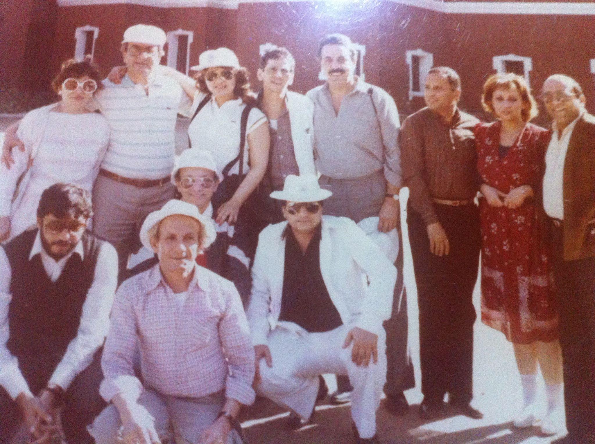 ماجدة خيرالله مع اصدقائها من الوسط الفنى