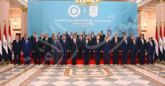صور الرئيس يجتمع بالمجلس الأعلي للجامعات بجامعة القاهرة.. ويوقع في سجل كبار الزوار (4)